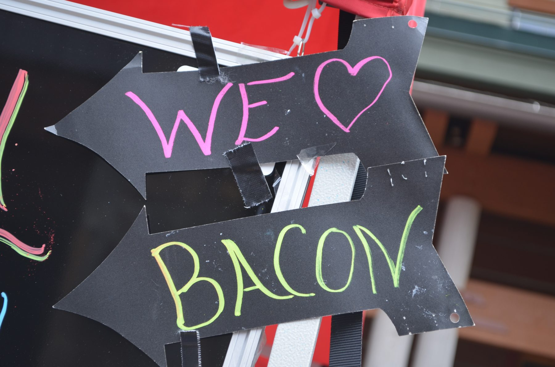 10 WAYS TO SHOW HOW MUCH YOU LOVE BACON!