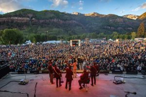 Picture of the crowd at the Telluride Bluegrass Festival
